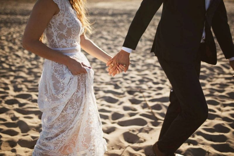 Suknia ślubna w stylu boho Porto 17 z krótkim rękawem zamiast długiego, bez warstwy tiulu.
