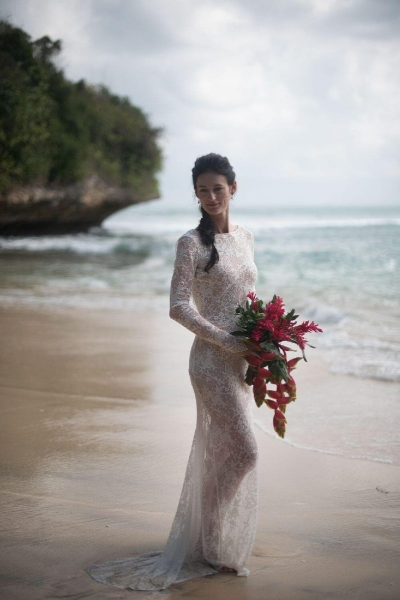 Suknia ślubna w stylu boho Porto 6 uszytą z koronki jak Porto 17.