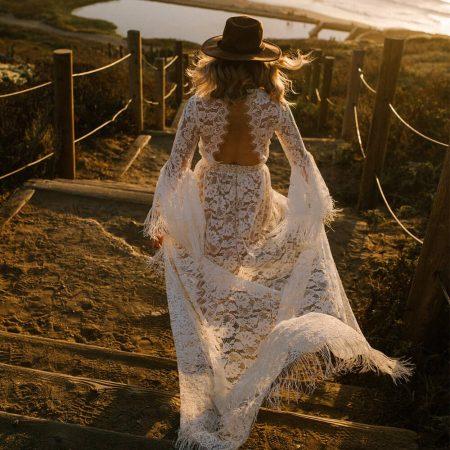 suknia ślubna boho z odkrytymi plecami