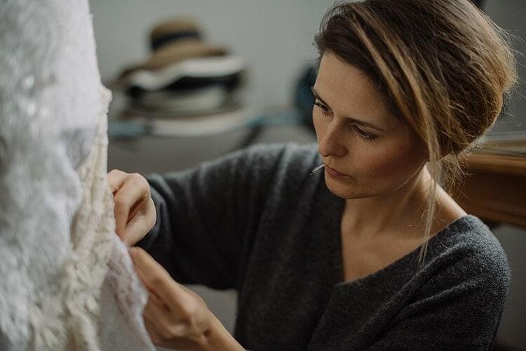 marta trojanowska projektuje suknię ślubną