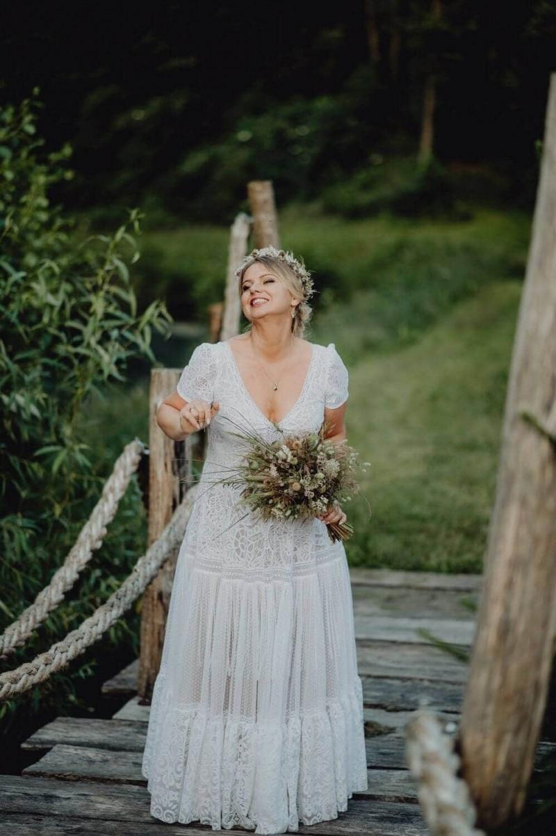 Suknia ślubna w stylu boho Santorini 5 Plus Size z krótkim rękawem zamiast frędzli.