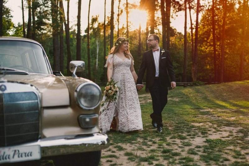 Suknia ślubna w stylu boho na podstawie 2 sukien Porto 44 i Porto 53 Plus Size, z frędzlami zamiast rękawów.