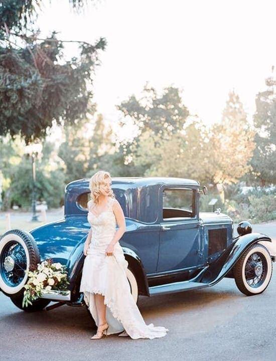 samochód do ślubu i panna młoda