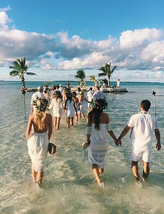 para młoda ślub na plaży