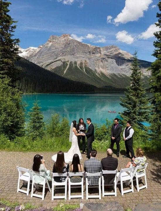 ślub w plenerze nad jeziorem