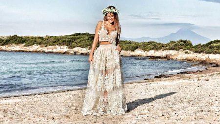 koronkowa suknia ślubna na plaży