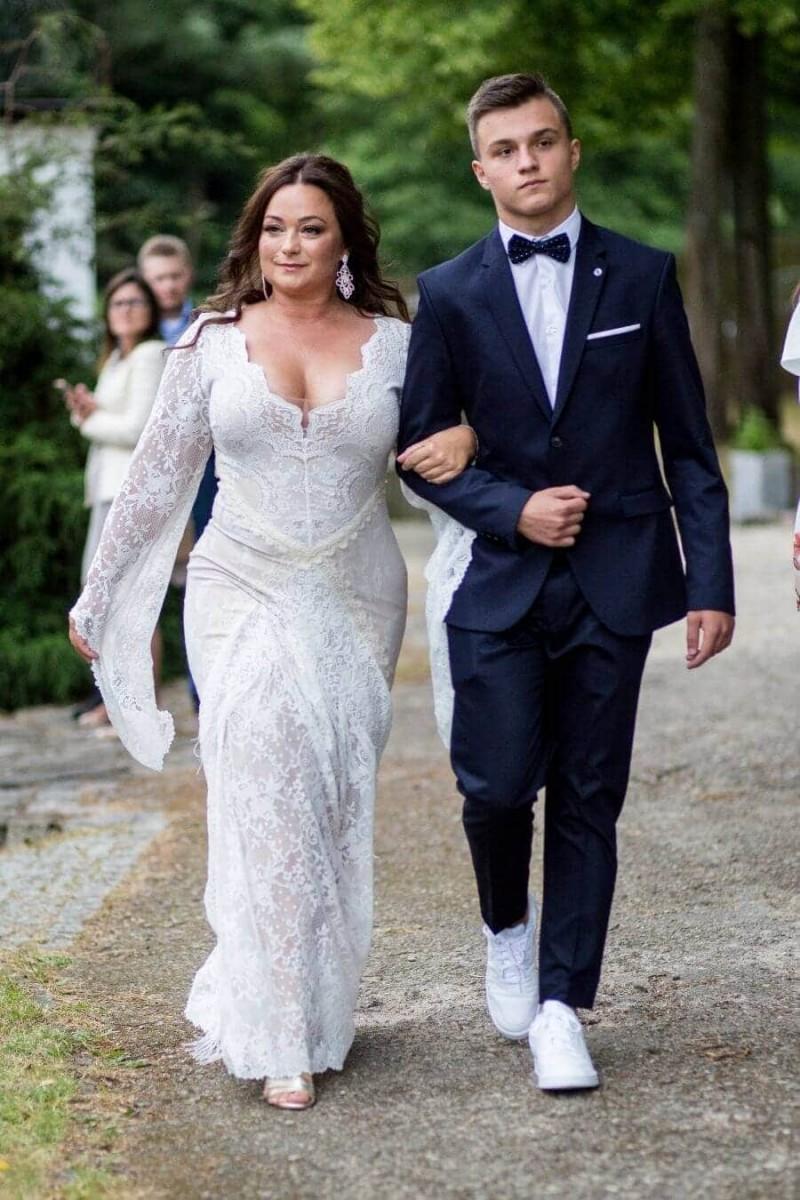 Suknia ślubna w stylu boho Porto 31, ale z dodatkowymi rękawami na wzór Porto 17.