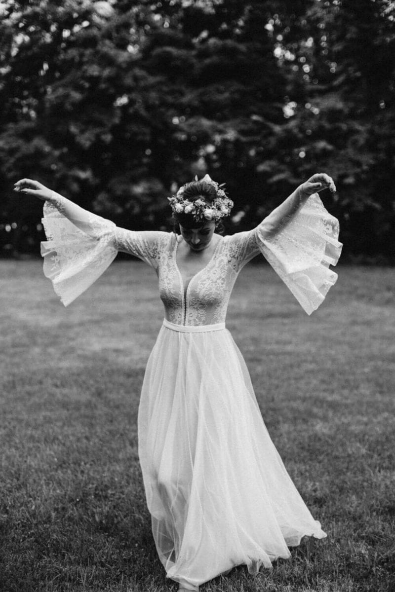 Suknia ślubna w stylu boho - mix Porto 48, rękawy dzwonki jak u Porto 44, doł zastąpiony szyfonem z białym tiulem.