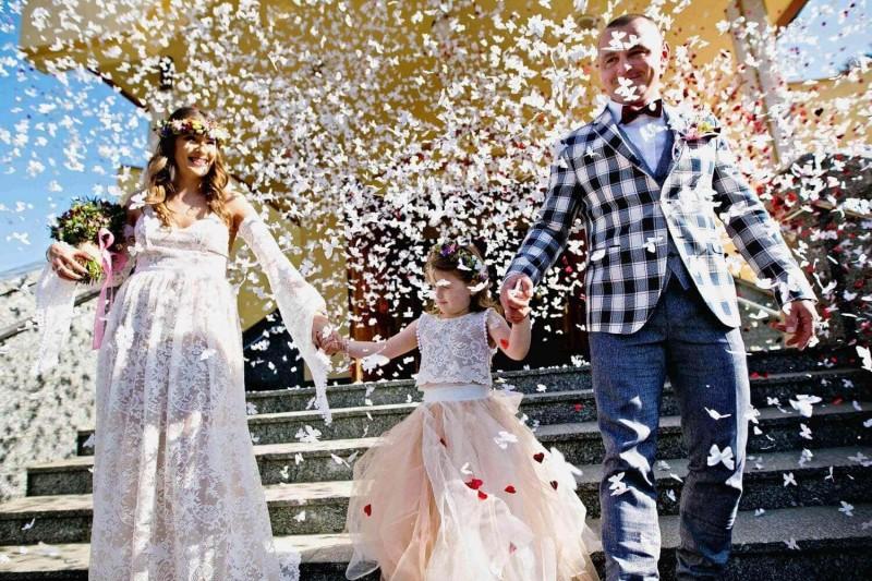 Suknia ślubna w stylu boho z inspiracji Porto 17, w wersję letniej na cienkich ramiączkach, tak aby wróżkowe rękawy były zakładane osobno.