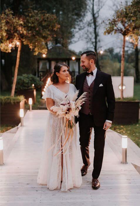 Suknia ślubna w stylu boho Porto 57 z dodatkowym rękawem.