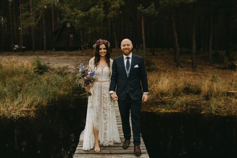 Suknia ślubna w stylu boho z dekoltem sukni Porto 48 i dołem z sukni Porto 44 i dodatkowo z frędzlami na plecach.