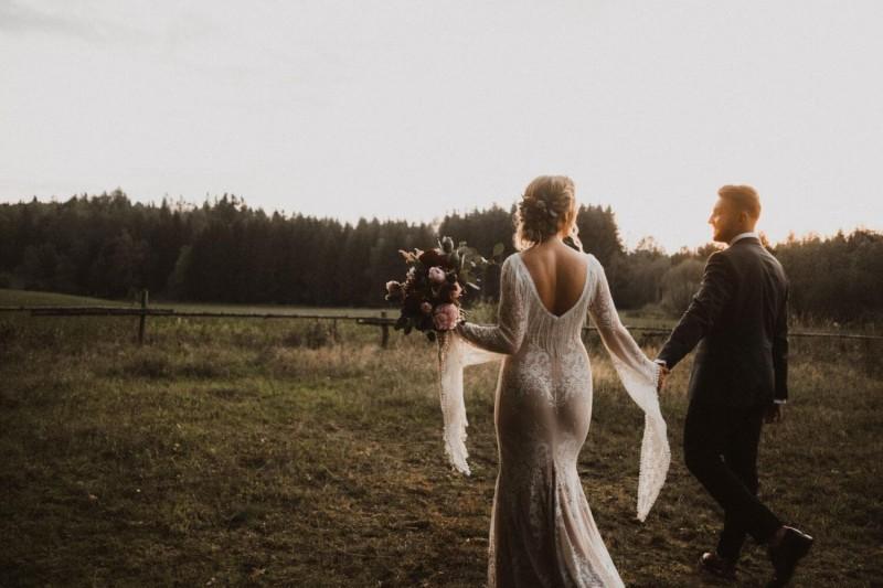 Suknia ślubna w stylu boho Porto 42 z rękawami jak w projekcie Porto 17.