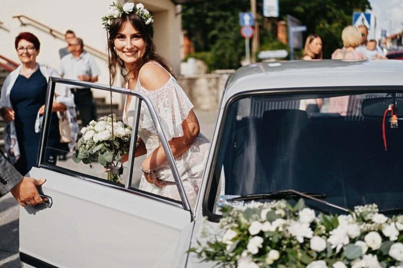 Suknia ślubna w stylu boho Porto 57 z dekoltem z Porto 48.