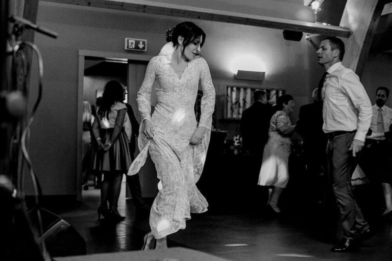 Suknia ślubna w stylu boho mix sukien Porto 38 (krój) ale koronka, rękawy i dekolt z Porto 17.
