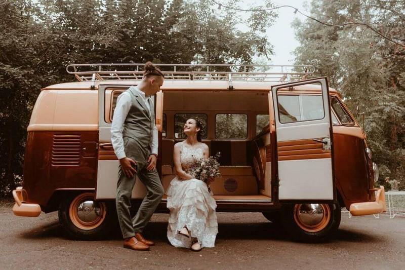 Suknia ślubna w stylu boho Barcelona 9.