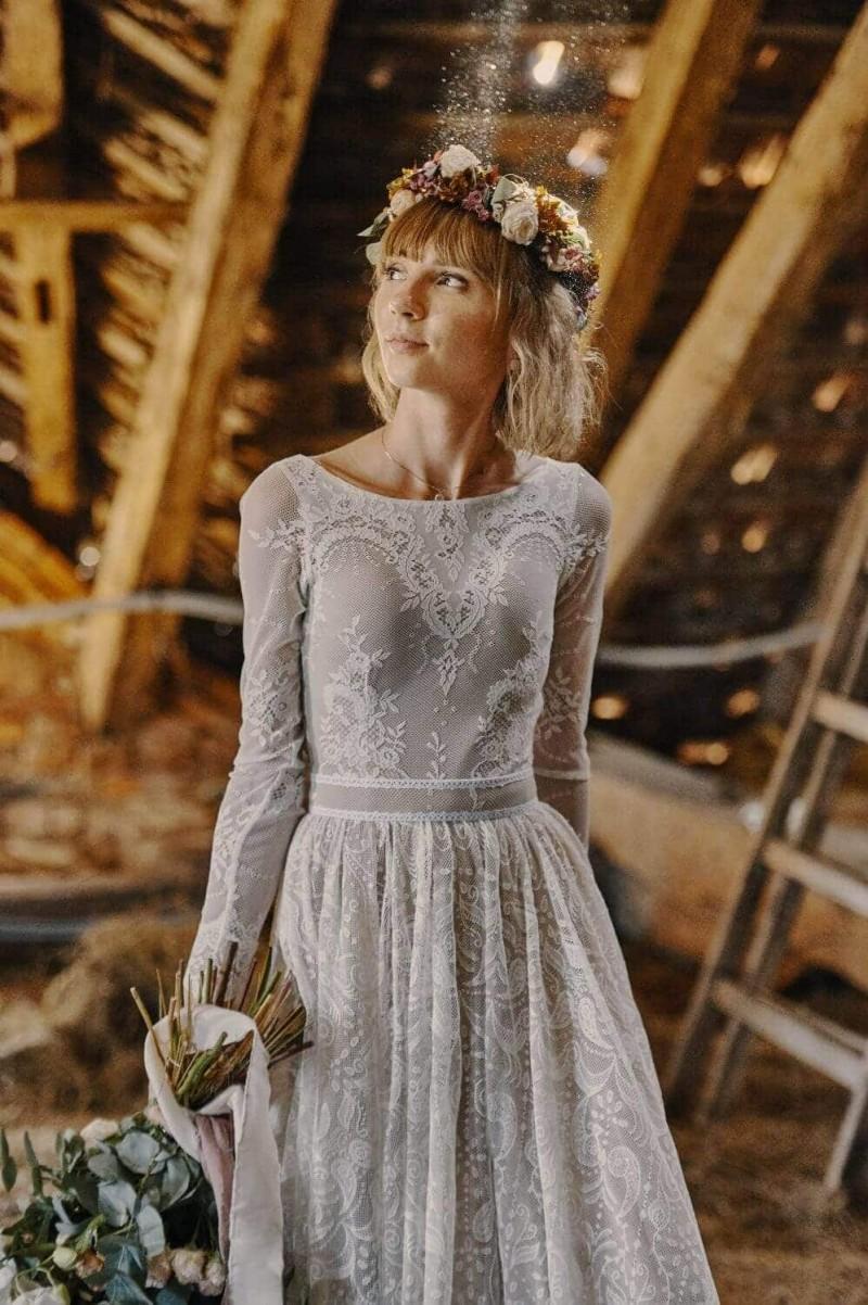 Suknia ślubna w stylu boho w której góra jest z Porto 30, a dół z Porto 32.