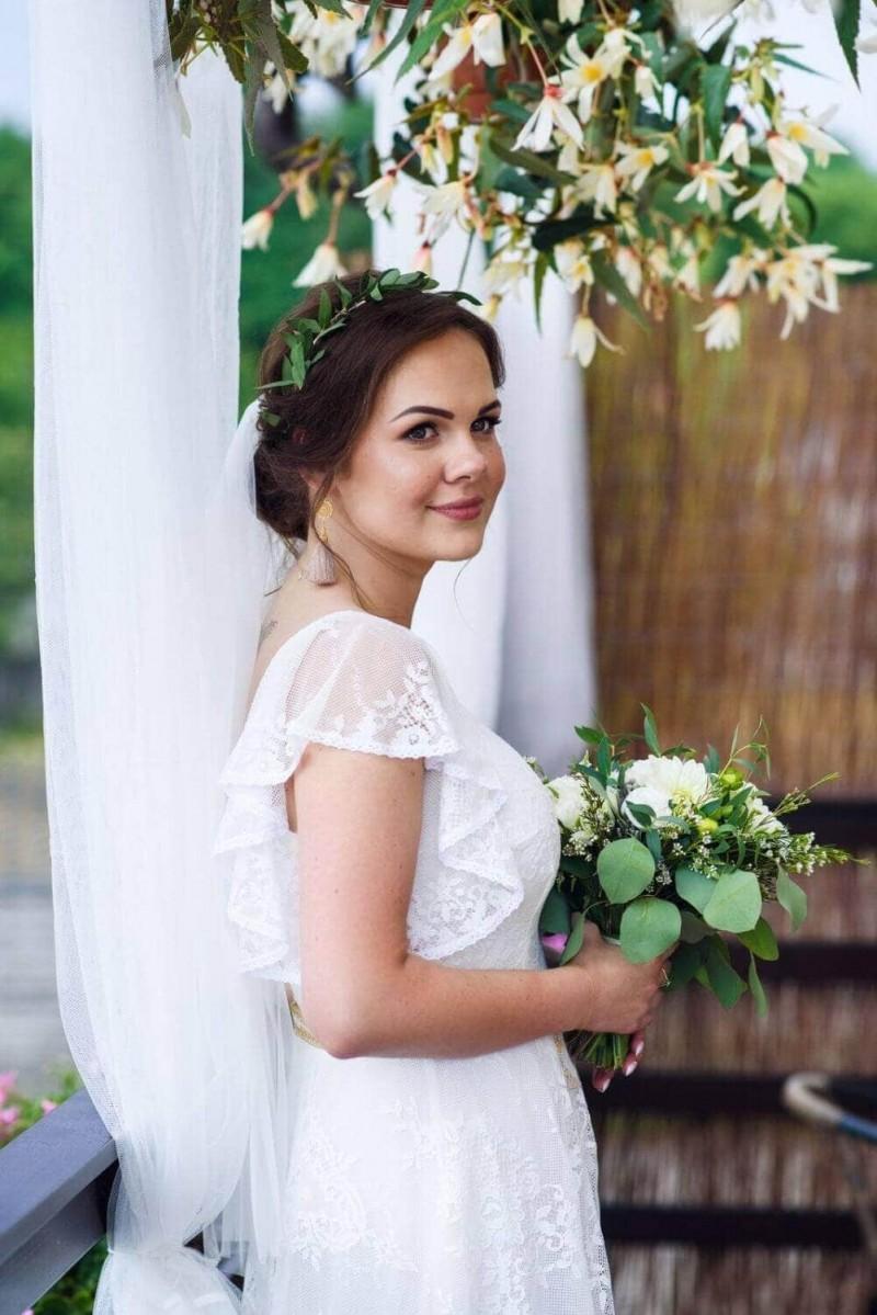 Suknia ślubna w stylu boho Porto 34 z dodatkowymi rękawkami z koła.