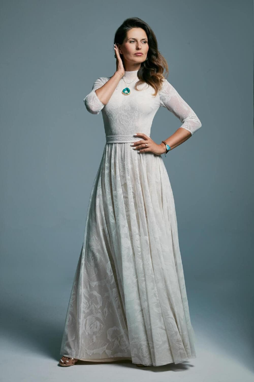 suknia ślubna ze stóją