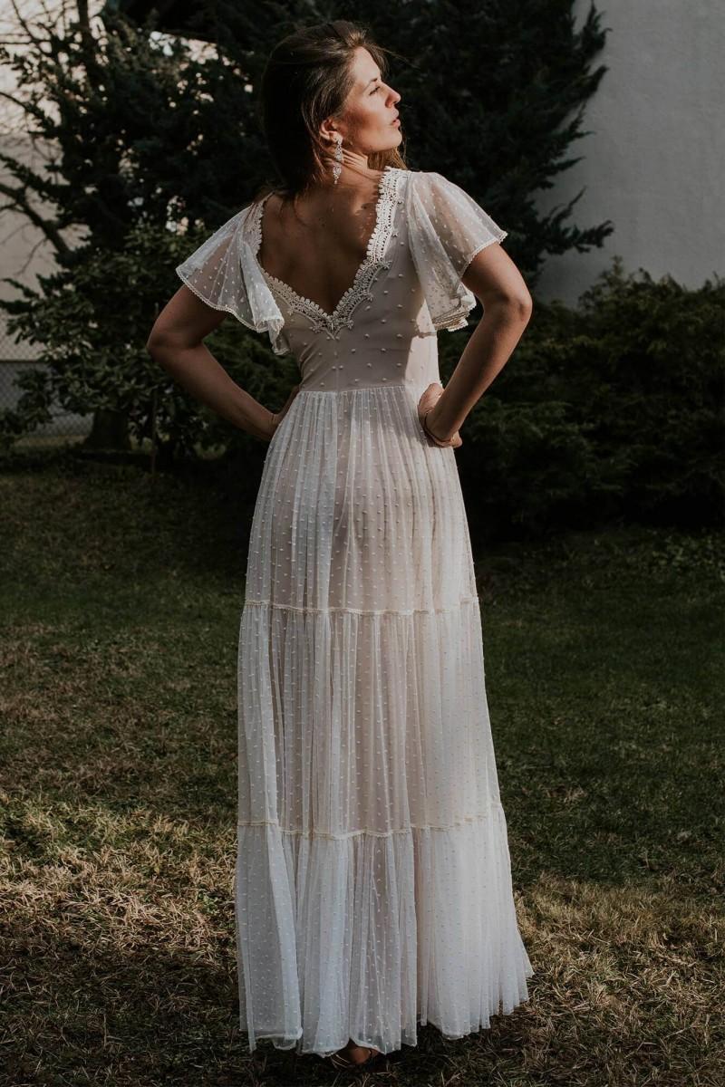 Suknia ślubna w kropki