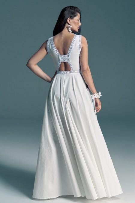 Suknia ślubna zero waste z oryginalnym dekoltem na plecach