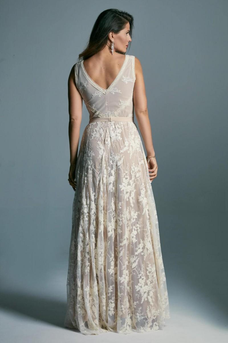 Suknia ślubna o tradycyjnym fasonie
