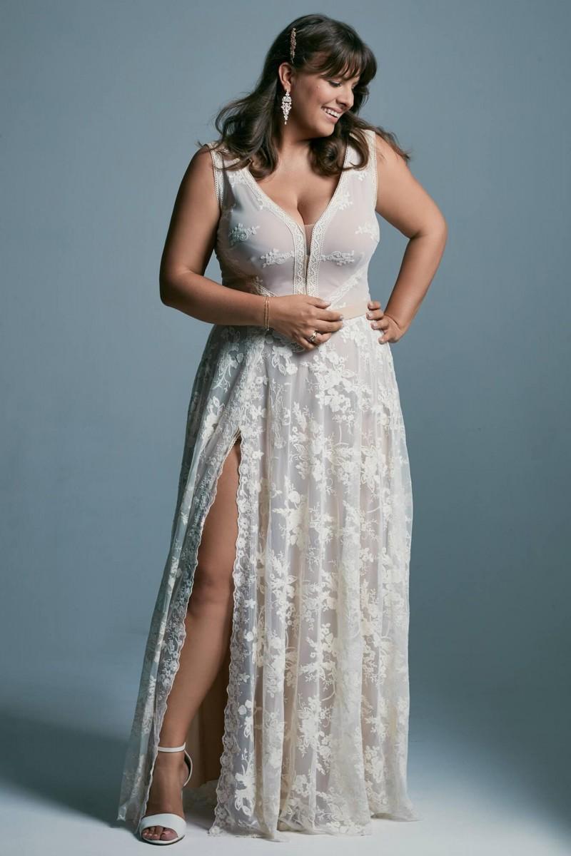 Suknia ślubna plus size - klasyczny krój