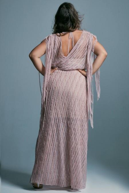Modelująca sylwetkę suknia ślubna plus size