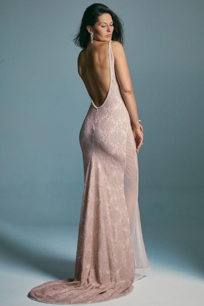 Suknia ślubna bez pleców