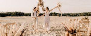 para młoda na plaży - suknia ślubna boho