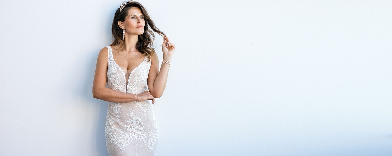 kobieca seksowna suknia ślubna