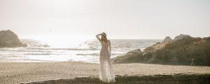 suknia ślubna na plaży