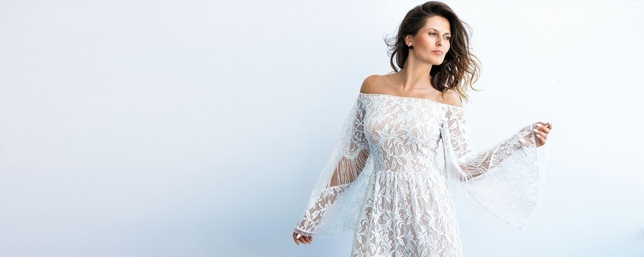 suknia ślubna z odkrytymi ramionami
