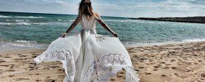 ślub na plaży boho suknia ślubna