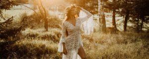 suknia ślubna boho z rozcięciem