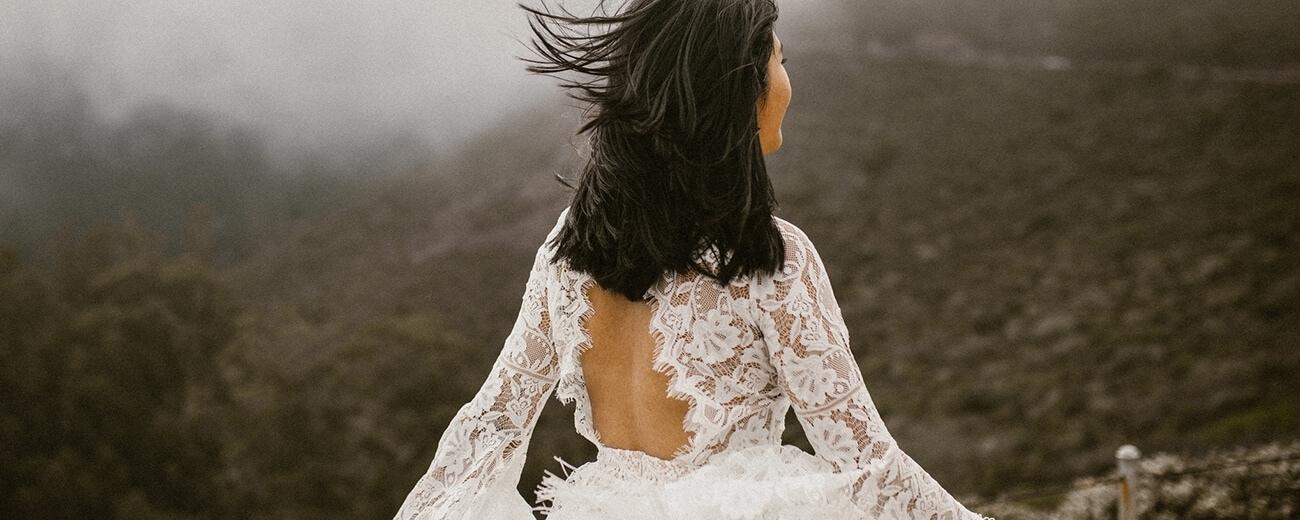 suknia ślubna boho odryte plecy
