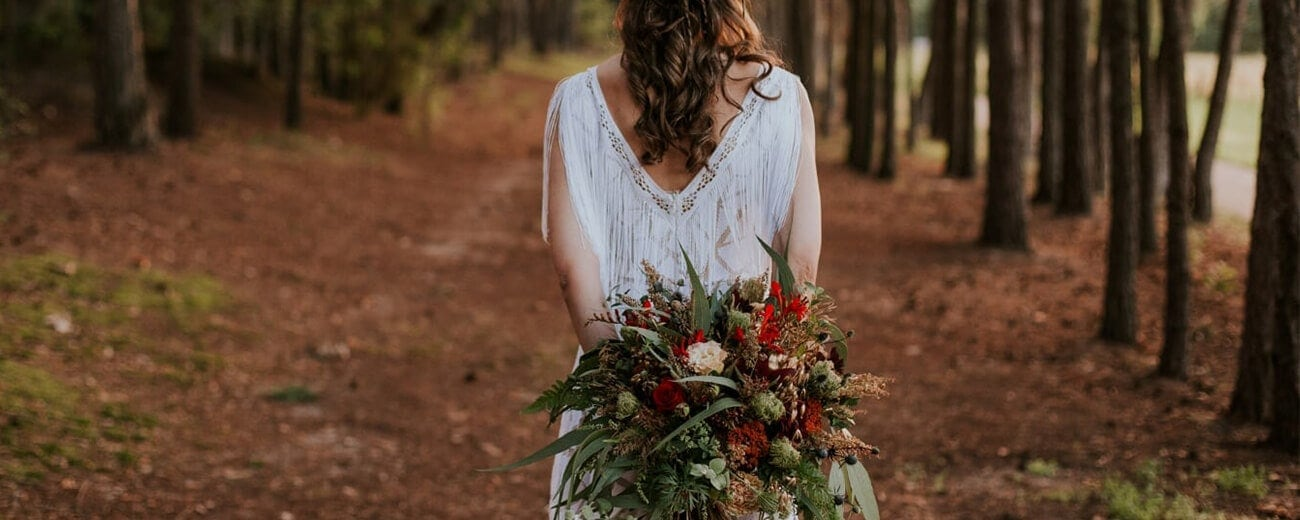 suknia ślubna boho, bukiet