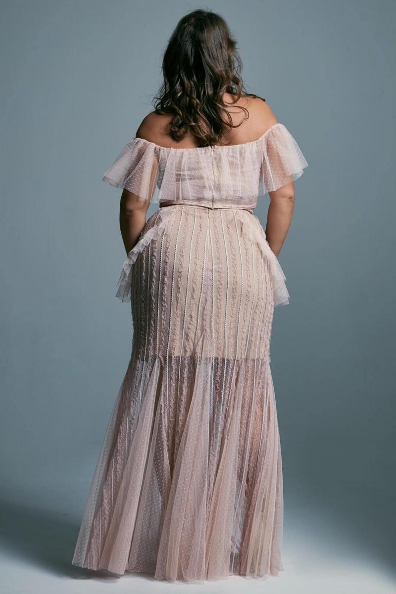 Suknia ślubna plus size ze zdobionym dekoltem