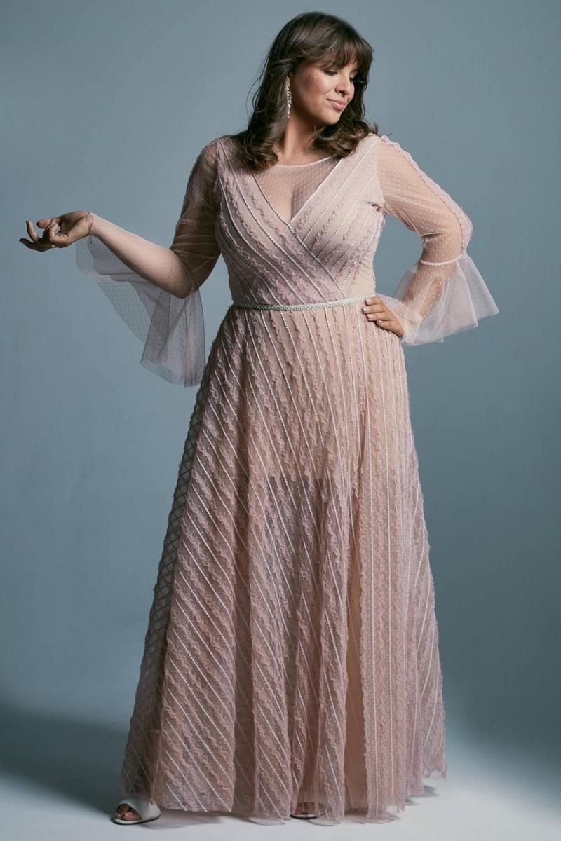 Suknia ślubna plus size w pudrowym różu