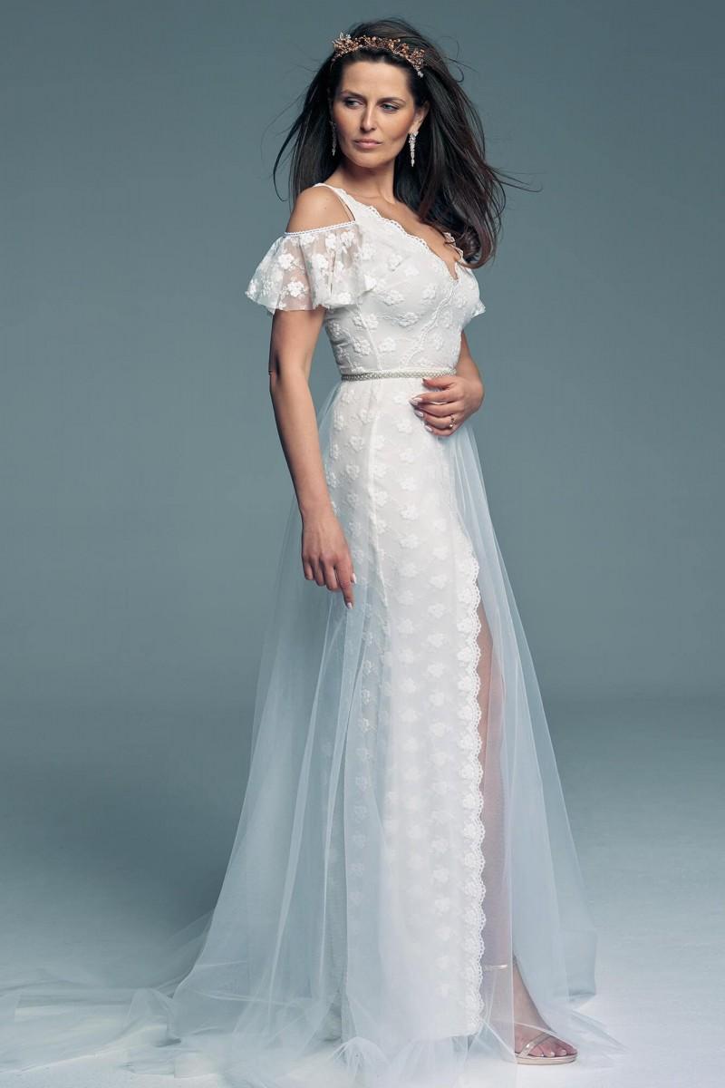 Suknia ślubna z rękawkami motylkami