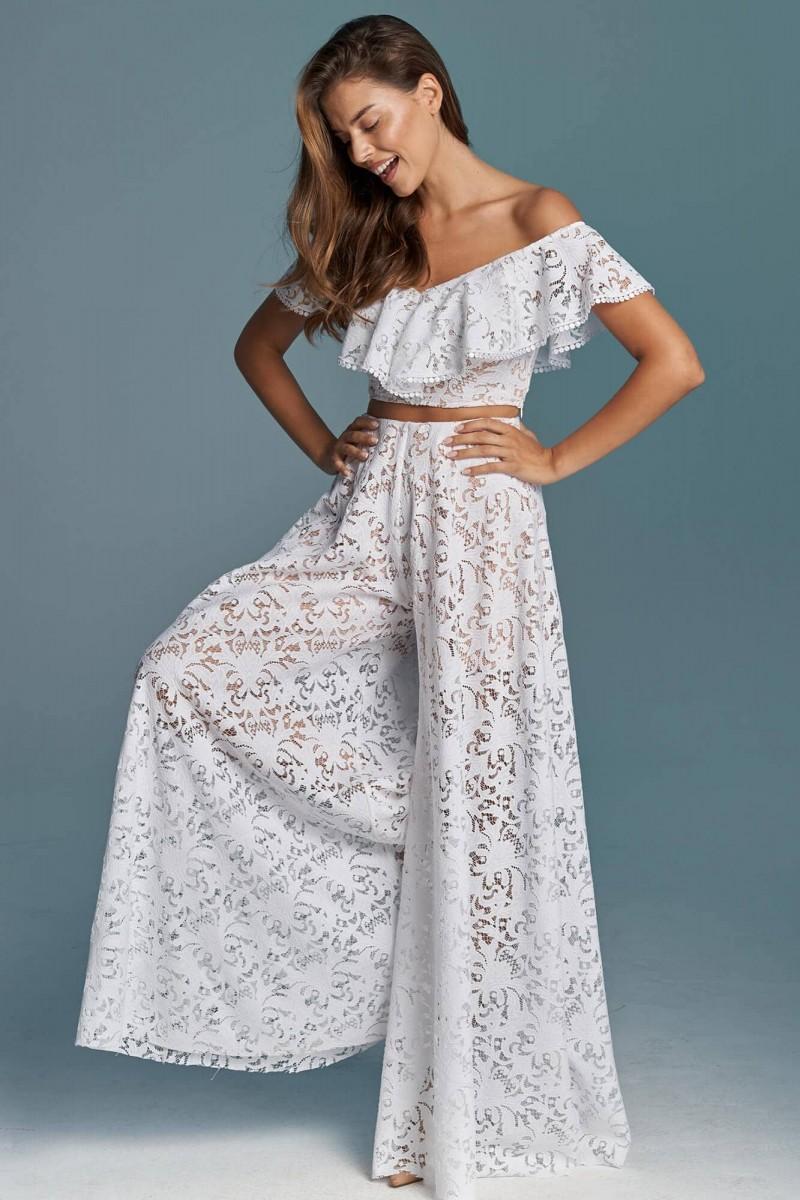 Suknia ślubna plus size eksponująca plecy