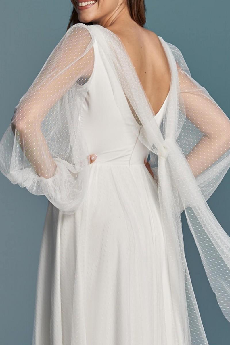 Prosta i gładka suknia ślubna z szyfonu z delikatnym tiulem