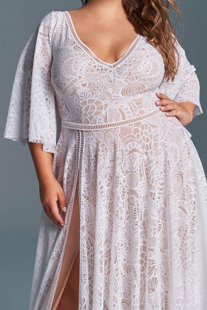 Suknia ślubna z pięknie wykończonym dekoltem