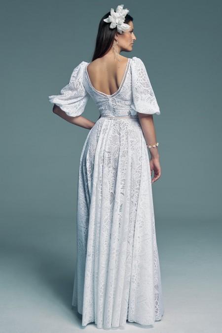 Suknia ślubna z koronkowym rękawem