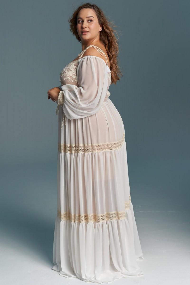 Suknia ślubna w stylu boho z głębokim dekoltem i odkrytymi ramionami
