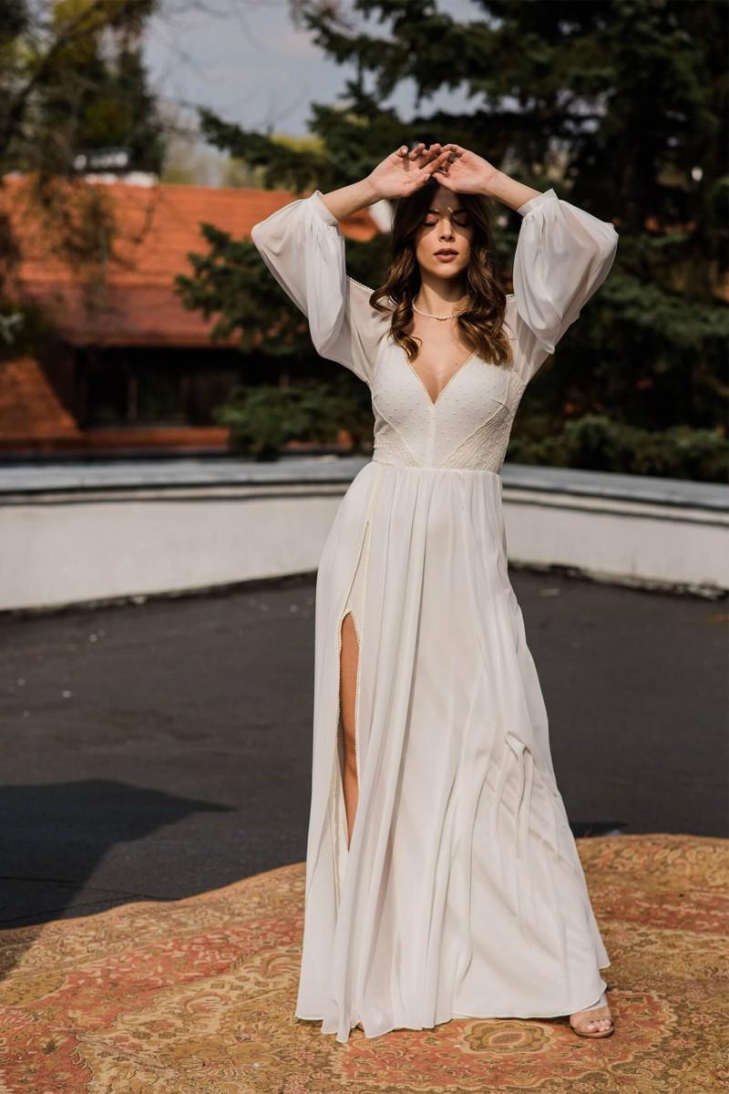 Niezwykle kobieca, delikatna, zwiewna i prosta suknia ślubna