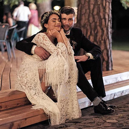 para młoda w sukni ślubnej boho