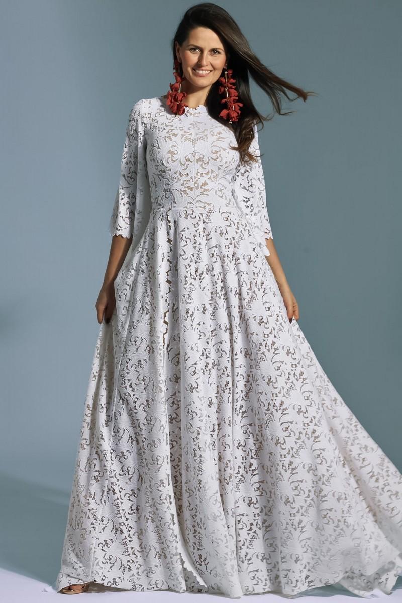 Zabudowana długa suknia ślubna