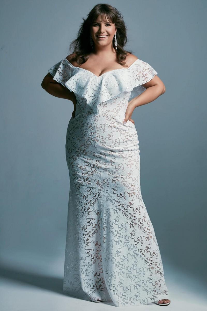 Suknia ślubna plus size o kroju hiszpańskim