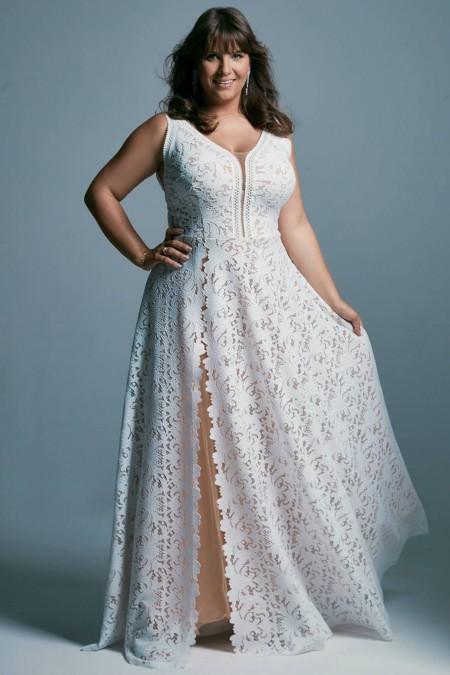 Biała suknia ślubna plus size eksponująca plecy