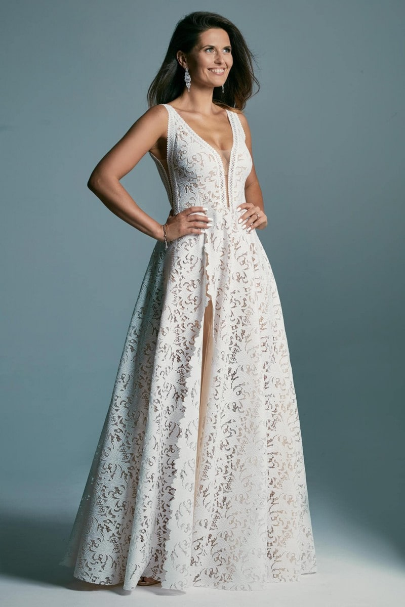 Suknia ślubna ciepła biel
